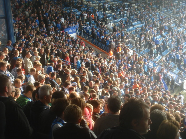 Fans waren auch da. Über 21.000 an der Zahl. Hier fünf Minuten vor 12.
